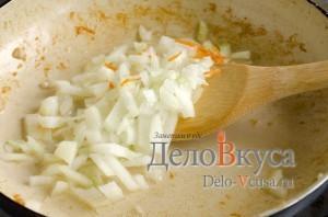 Куриный суп с плавленым сыром: Обжарить лук