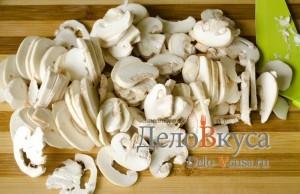 Куриный суп с  плавленым сыром: Порезать грибы