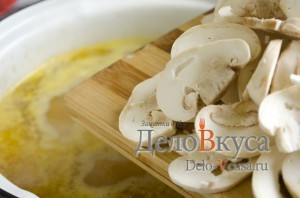 Куриный суп с плавленым сыром: Добавить грибы