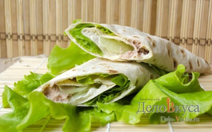 Рулет из лаваша с тунцом и зеленым салатом