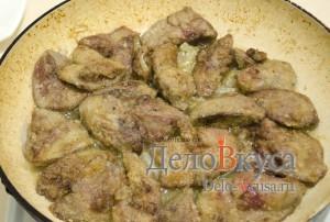 Куриная печень жареная: Томим до готовности