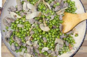 Зеленый горошек с грибами и мясным фаршем на гарнир: фото к шагу 7