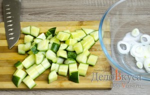 Греческий салат классический: Огурцы порезать ломтиками или кубиками