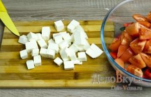 Греческий салат классический: Фету порезать кубиками