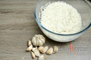 Плов в мультиварке: Рис хорошо промыть а чеснок очистить от верхней шолухи