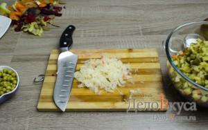 Винегрет: Квашеную капусту слегка порезать