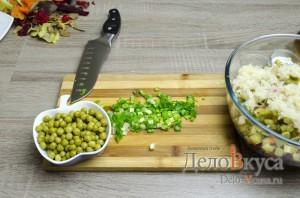 Винегрет: Зеленый лук мелко порезать