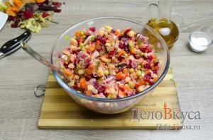 Винегрет: Заправить салат и хорошо перемешать