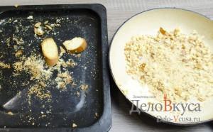 Штрудель с яблоками: Измельчить сухари в блендере