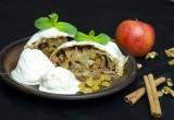 Штрудель с яблоками, изюмом и грецкими орехами
