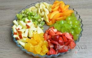 Фруктовый салат: Сервировать салат по вкусу