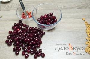 Штрудель с вишней: Удаляем косточки из вишни