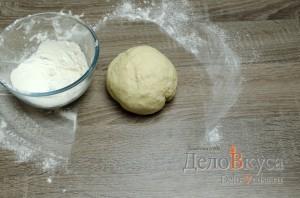 Штрудель с вишней: Катаем тесто в шар