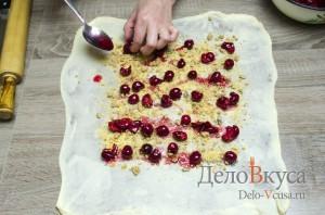 Штрудель с вишней: Выкладываем вишни