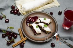 Штрудель с вишней: Сервируем по вкусу с вареньем или мороженным