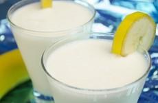 Молочный коктейль с бананом и мороженным