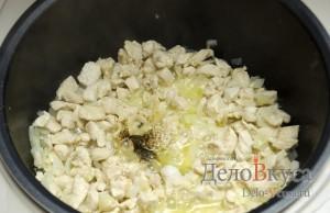 Кабачки фаршированные курицей: Добавляем соль и перец