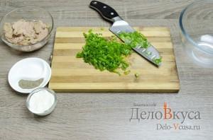 Бутерброды с тунцом: Зеленый лук помыть и мелко порезать