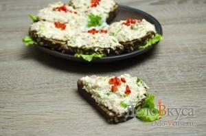 Бутерброды с тунцом: Сервировать по вкусу