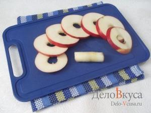 Яблоки в кляре с корицей: Подготовить яблоки