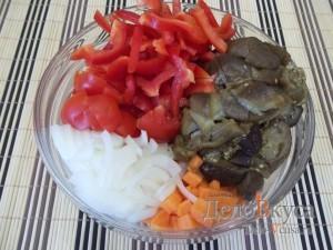 Икра из баклажанов: Подготовить овощи