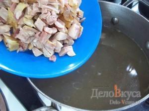 Солянка сборная мясная: Добавить копченый куриный окорок