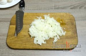Жюльен из грибов: Мелко нарезать лук