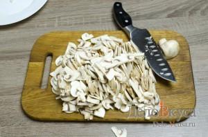 Жюльен из грибов: Тонко порезать грибы