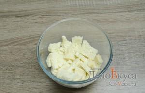Котлеты из фарша с манкой без яиц: Залить батон молоком