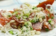 Салат с творогом и помидорами