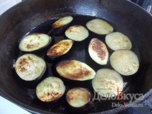 Закуска из баклажан и помидоров с чесноком: Обжарить баклажаны