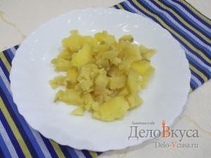 Салат Елочка на Новый год: Отварить и порезать картошку
