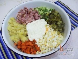 Салат Елочка на Новый год: Переложить все ингредиенты в миску
