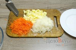 Салат из сельдерея, яблок и моркови: Измельчить овощи и фрукты