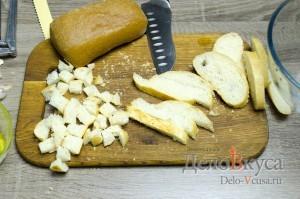 Гороховый суп: Хлеб нарезать кубиками
