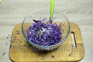 Салат из краснокочанной капусты: Заправить уксусом