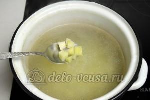 Уха из головы семги: В бульон добавляем картошку