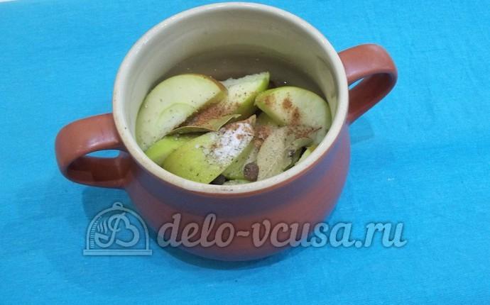 Свинина в горшочке с яблоками: Добавляем яблоки