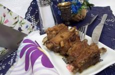 Жареные свиные ребрышки с медом