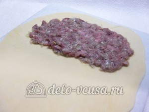 Чебуреки с мясом: Кладем начинку