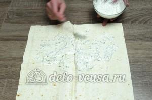 Шаурма в домашних условиях: Смазываем лаваш соусом