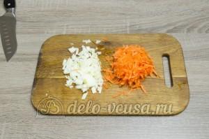 Суп с фасолью: Лук порезать, а морковь натереть на терке