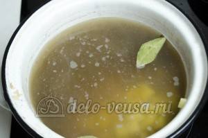 Суп с фасолью: Добавляем картошку