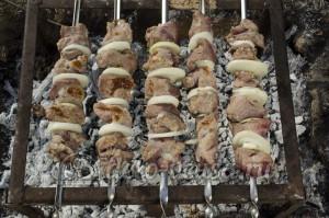 Шашлык из свинины: Переворачиваем шашлык