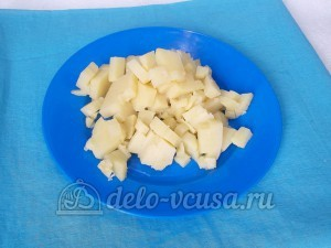 Окрошка без мяса с красной икрой: Картошку порезать