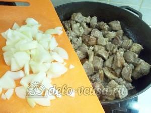 Кабачки фаршированные мясом: Обжарить мясо
