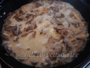 Курица с грибами или куриные бомбочки: Заправить грибы молоком и сыром