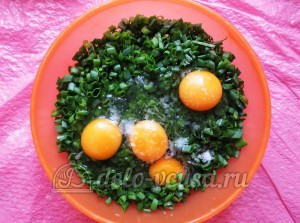 Плацинды с зеленью: Добавляем яйца