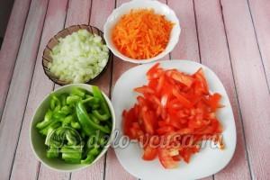 Скумбрия в духовке с овощами: Порезать овощи