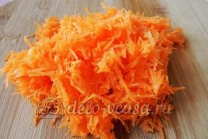 Суп с сырными шариками: Морковь натереть на средней терке